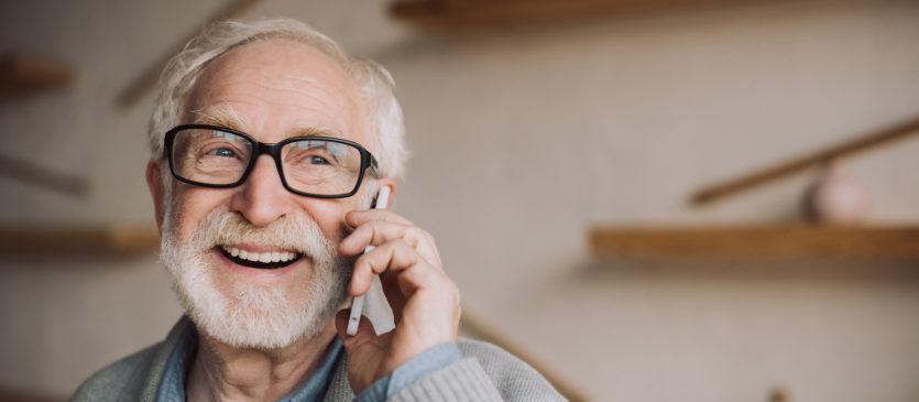 Smartfon dla seniora? Dowiedz się wszystkiego!