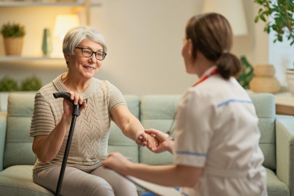 Dlaczego profesjonalna opieka nad osobami starszymi i niepełnosprawnymi jest tak ważna?