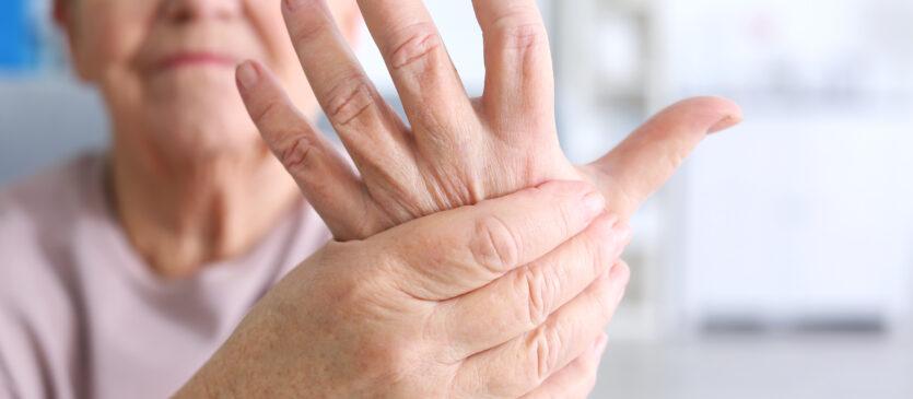 Reumatyzm u osób starszych - jak sobie z nim radzić
