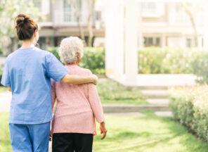 Jak przygotować seniora do pobytu w domu opieki
