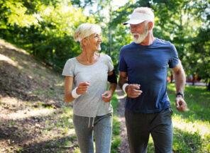 Jak zadbać o aktywność seniora latem